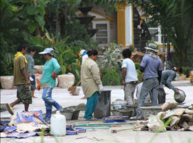 http://www.kicnews.org/wp-content/uploads/2012/10/Thailand-migrant-workers.jpg