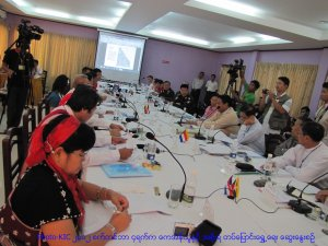 Photo-KIC(၂၀၁၂ စက္တင္ဘာ ၄ရက္က ေကအဲန္ယူႏွင့္ အစိုးရ တပ္ေျပာင္းေရႊ႕ေရး ေဆြးေႏြးစဥ္)